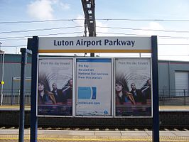 Luton Airport Parkway railway station nameboard.jpg