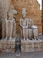 Luxor-Tempel Statuen Ramses II. 02.jpg
