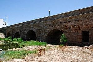 Albarregas Roman bridge - Image: Mérida Puente romano sobre el Albarregas DSC 2138 W