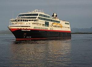 Hurtigruten - Image: MS Trollfjord snur