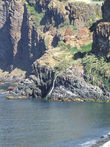 File:Madeira - Camara De Lobos (2093420350).jpg