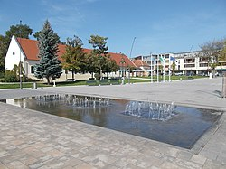 Main square's fountain (SE). - Érd, Hungary.JPG