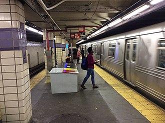 Euclid Avenue (IND Fulton Street Line) - Manhattan-bound platform