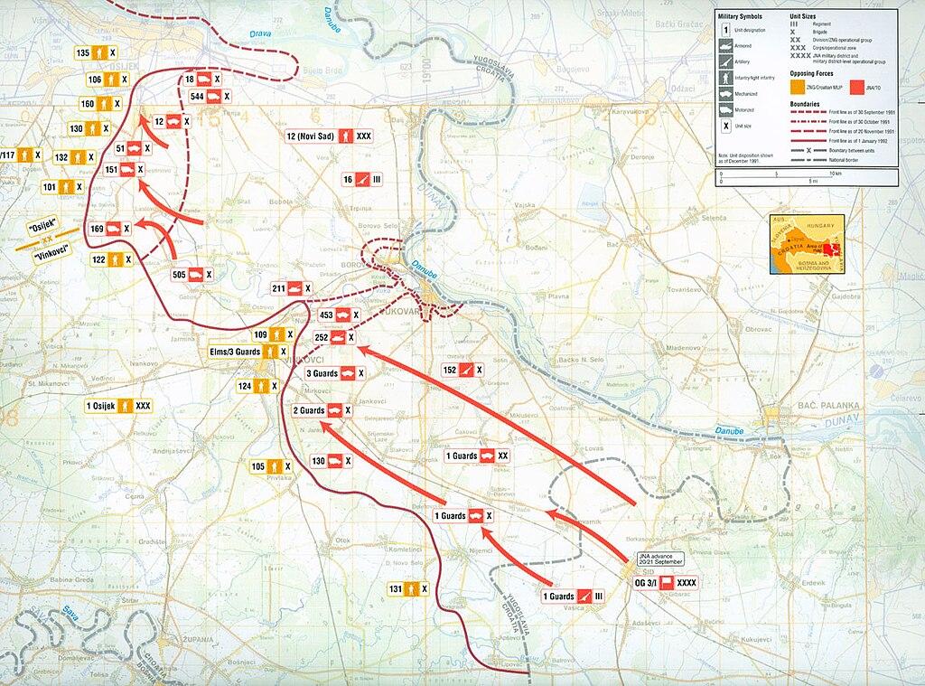 Mapa de las operaciones militares del JNA en Eslavonia Oriental, Syrmia y Baranja desde septiembre de 1991 a enero de 1992, indicando movimientos desde Serbia para aislar a Vukovar y capturar el territorio al sur de Osijek.