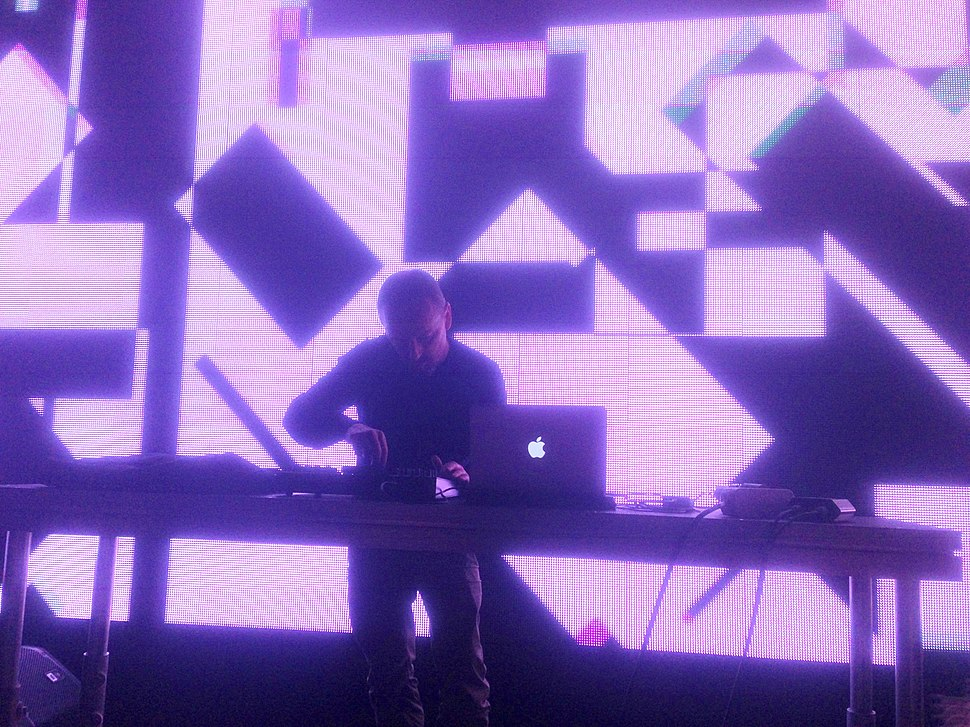 Mark Bell (LFO) on stage in Moscow