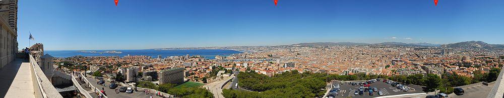 Toàn cảnh thành phố Marseille từ nhà thờ Notre-Dame de la Garde