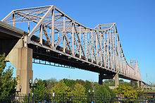 Martin Luther King Bridge from Lacledes Landing, Sep 2012.jpg