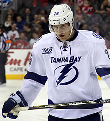 Description de l'image Matt Carle - Tampa Bay Lightning.jpg.