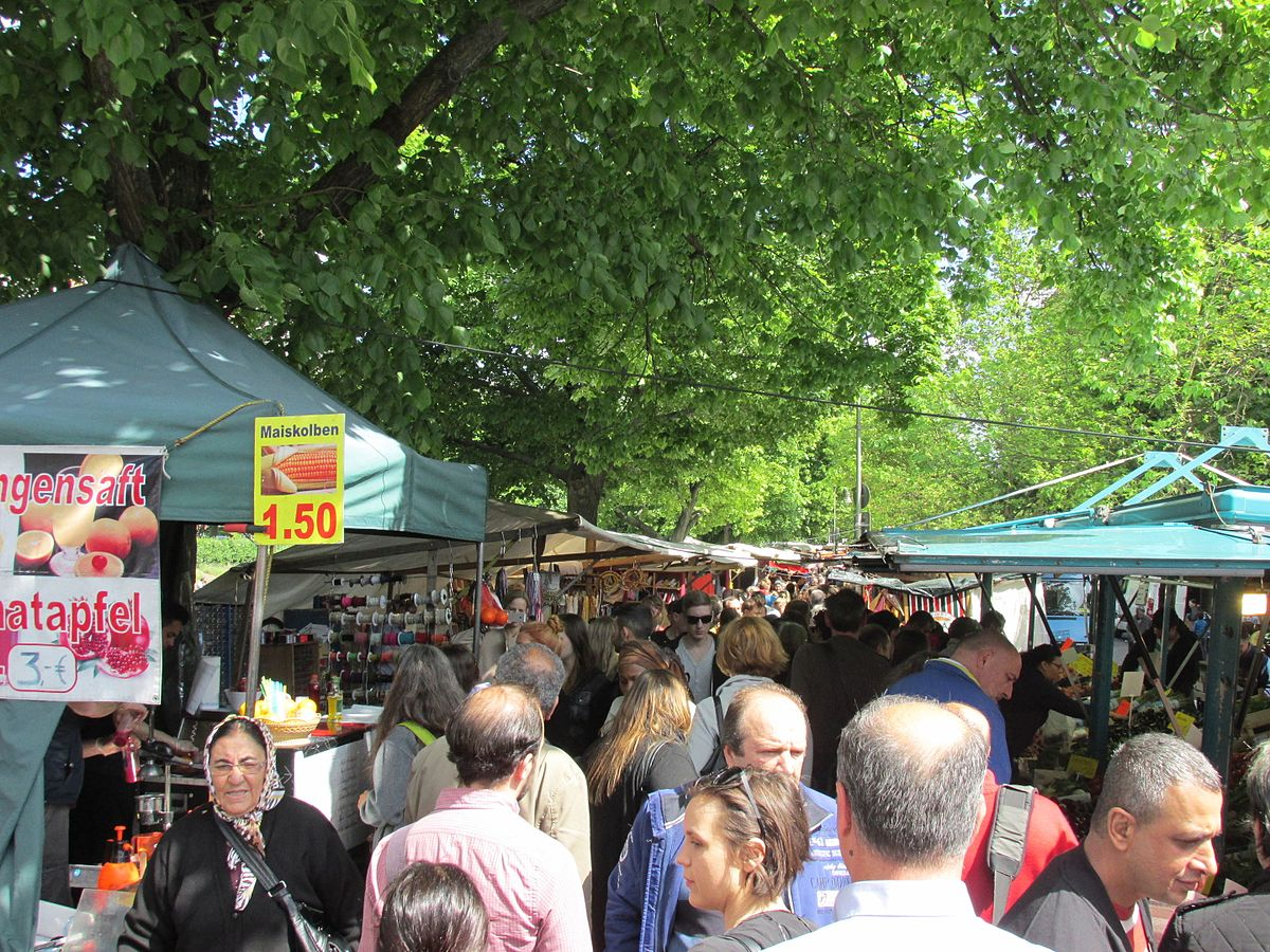 Maybachufer Turkish market 1.jpg
