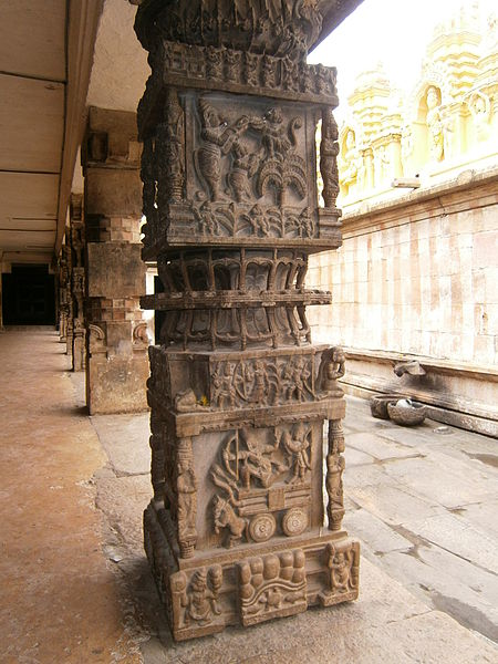File:Melukote- Sculptures at Cheluvanarayana Temple.JPG