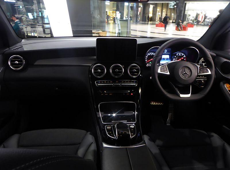Mercedes-Benz GLC250 4MATIC Sports (X253) interior.JPG