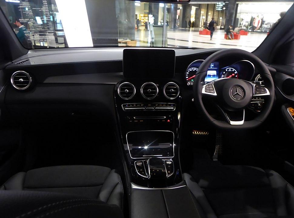 Mercedes-Benz GLC250 4MATIC Sports (X253) interior