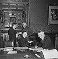 Ministerraad bijeen. Drees (Sociale Zaken), generaal-majoor Kruls (Militair Geza, Bestanddeelnr 900-8619.jpg