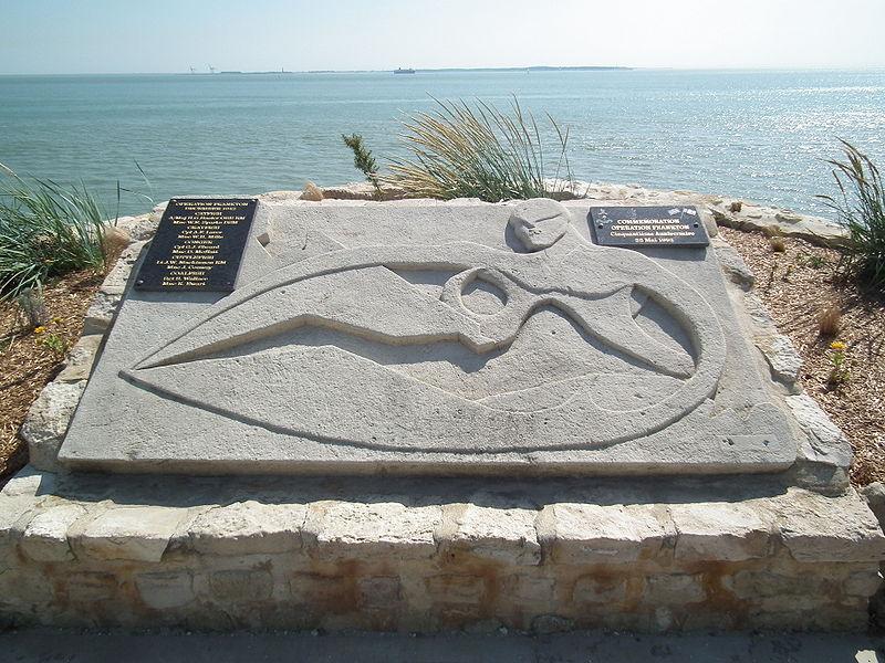 File:Monument opération Frankton.JPG