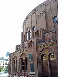 Moody Church, Lincoln Park, Chicago (10369019946).jpg