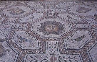 Gorgoneion - Image: Mosaico Medusa y estaciones (M.A.N. Madrid) 02