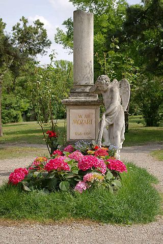 Кенотаф Моцарта— наиболее известное «захоронение» кладбища Святого Марка