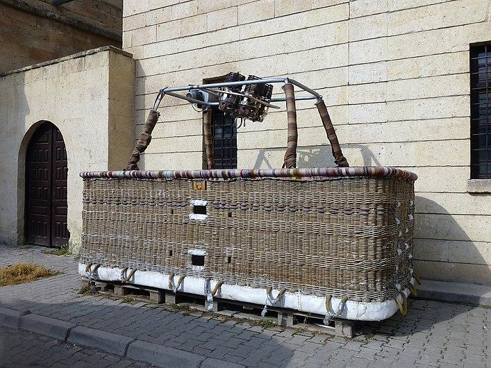 Mustafapaşa-Nacelle de montgolfière.jpg