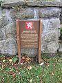NVH - pomník u kostela 2.JPG