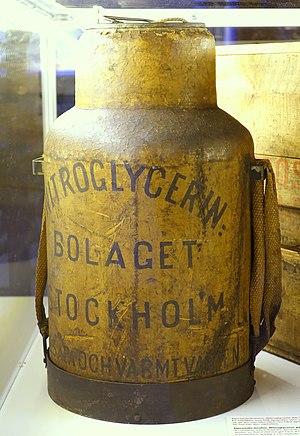 Nitroglycerin AB dynamite heater, TM38053 - Tekniska museet - Stockholm, Sweden - DSC01601.JPG