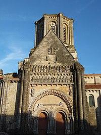 Notre-Dame de Vouvant - Portail 1.jpg