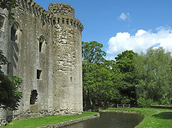 English: Nunney Castle and moat