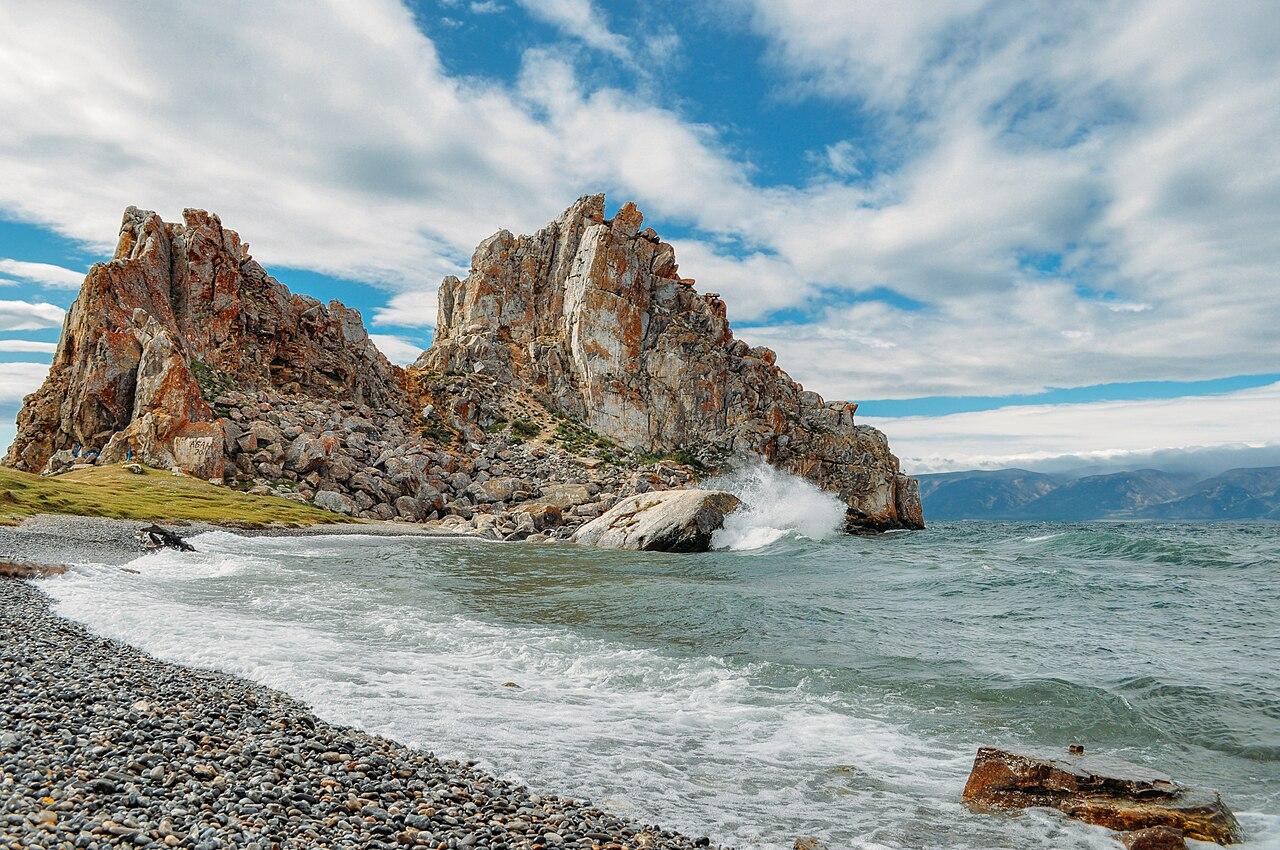 Oljón, la isla de mayor extensión del lago Baikal.