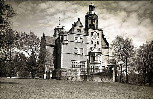 Pałac (zamek) w Reptach , Lata 1930-1939 ,