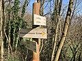 Panneau d'indications sur le coteau à Saint-Maurice-de-Beynost (février 2021).jpg