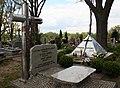 Parzymiechy cmentarz groby księży 02.05.2011 p.jpg