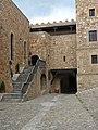 Patio del Parador 03 Entrada al castillo (13179008545).jpg