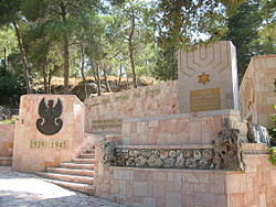 PikiWiki Israel 4263 Monument in memory of Jewish fighters armies Polan.jpg