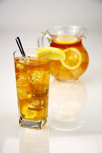 File:Pitcher and glass of iced tea - Evan Swigart.jpg