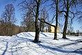 Pomnik przed bramą twierdzy - panoramio.jpg