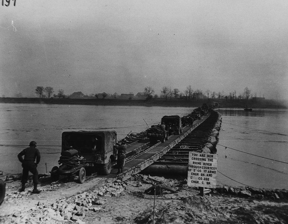 Pontoon bridge - Simple English Wikipedia, the free encyclopedia