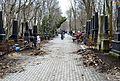 Porządkowanie cmentarza żydowskiego w Warszawie 14 kwietnia 2013.JPG