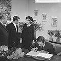 Prinses Beatrix en Claus bezoeken Hitzacker, prinses Beatrix en Claus in het sta, Bestanddeelnr 918-2556.jpg