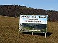 Protestplakat gegen Windräder in Hofsgrund, im Hintergrund der Schauinsland.jpg