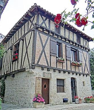 Pujols, Lot-et-Garonne - Image: Pujols (Lot et Garonne) Maison du XV Ie siècle près de la place Saint Nicolas