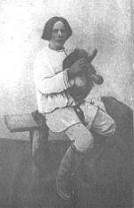 Mordvin musician with a puvama