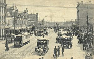Queen Street, Auckland - Lower Queen Street in 1919, with trams, cars and horse-drawn cabs visible.