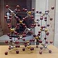 Réseau cristallin atomique du zircon.jpg