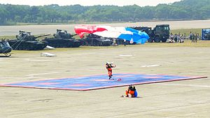 ROCA Dragon Team Parachuters Successful Landing at Hukou Camp Ground 20111105a.jpg