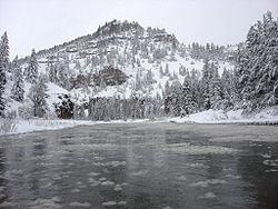 Rafting en el río Smith (14038742158) .jpg