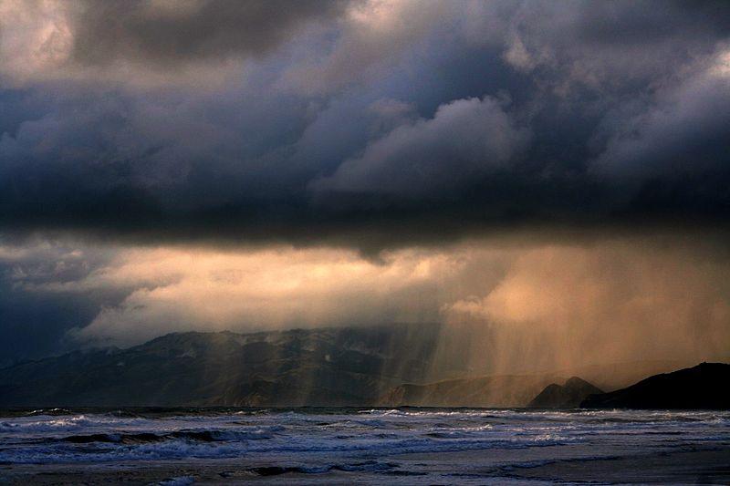 انواع الامطار 800px-Rain_ot_ocean_