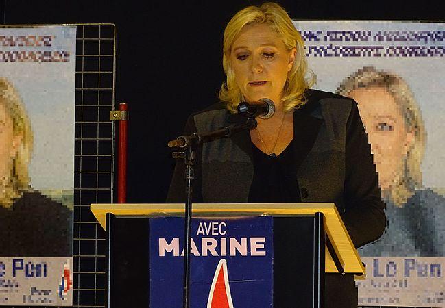 Raismes - Meeting de Marine Le Pen le 16 octobre 2015 sur l'élection régionale en Nord-Pas-de-Calais-Picardie (15).JPG