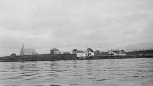 La Loche - La Loche in 1935 with Revillon Freres Post
