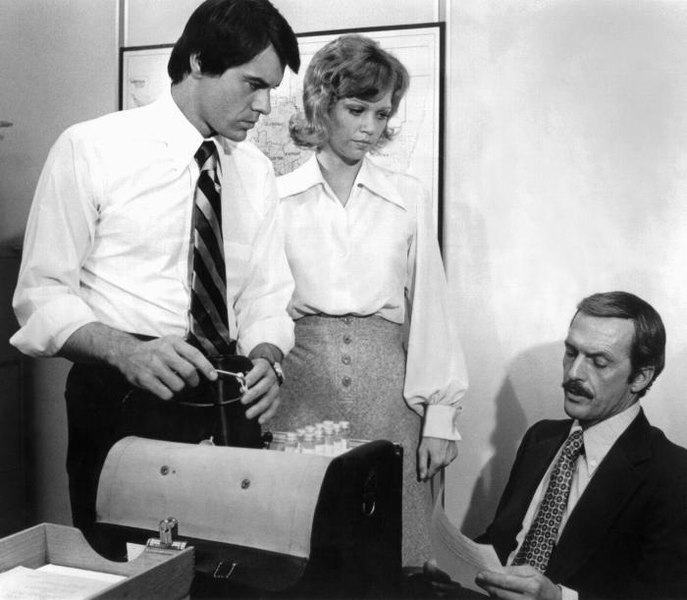 파일:Robert Urich Maureen Reagan and Jack Hogan.jpg
