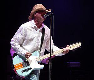 Robin Zander - Zander performing in Minneapolis, Minnesota in 2008