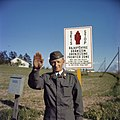 Russisch-finse grens. Grenswachtpatrioulles bij slagboom, Bestanddeelnr 254-7428.jpg